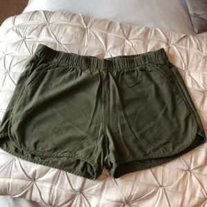 MADEWELL olive green shorts!